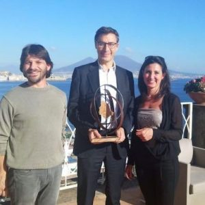 Tommaso Valletti_receives_the_Preto Prize with the sculptors of the Prize